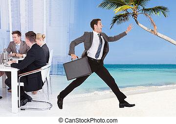 hombre de negocios, escapar, de, reunión de la conferencia, hacia, playa