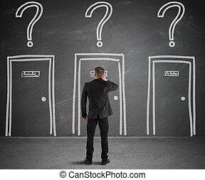hombre de negocios, escoger, el, derecho, puerta