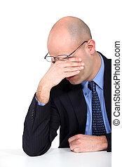 hombre de negocios, frotamiento, el suyo, ojos, cansado