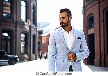 hombre de negocios, guapo, elegante, sexy, retrato, fondo., juicio azul, metrosexual, posar, modelo, moda, vestido, calle