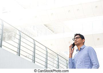 hombre de negocios, indio, teléfono