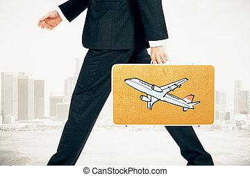 hombre de negocios, lleva, un, maleta, con, avión, impresión, en, ciudad, plano de fondo