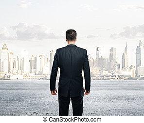 hombre de negocios, mirar, a, ciudad