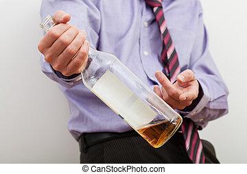 hombre de negocios, ofrecimiento, alcohol