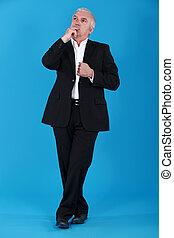 hombre de negocios, pensativo, longitud completa