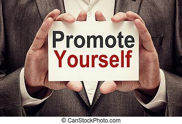 hombre de negocios, promover, tenencia, tarjeta, usted mismo