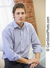 hombre de negocios, se sentar en la oficina