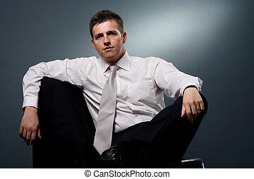 hombre de negocios, se sentar sobre el sillón de la presidencia