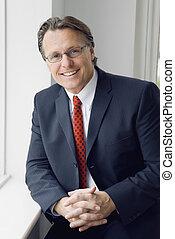 hombre de negocios, sonreír feliz