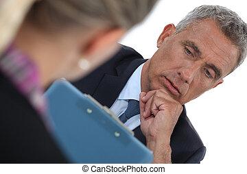 hombre de negocios, trabajo, entrevistar, solicitante