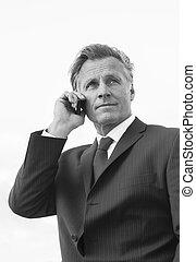 hombre de negocios, utilizar, maduro, teléfono celular