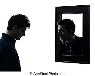 hombre, delante de, el suyo, espejo, silueta