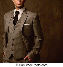 hombre, en, clásico, traje