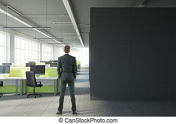 hombre, en, moderno, oficina, con, copyspace