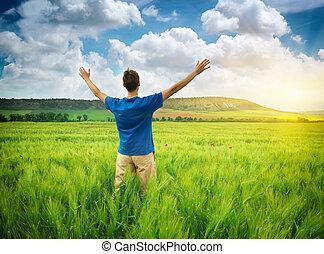 hombre, en, verde, meadow.
