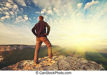 hombre, encima de, mountain.