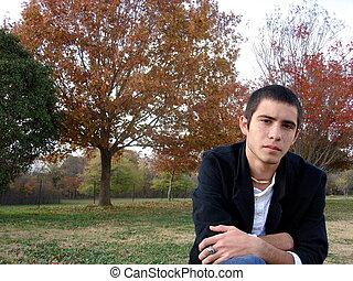 hombre, joven, sentado