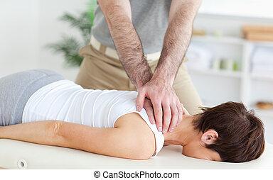 hombre, masajear, un, mujer