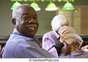 hombre mayor, juego, puente