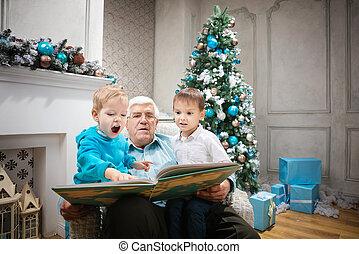 hombre mayor, leer un libro