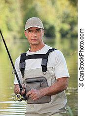 hombre pesca, afuera
