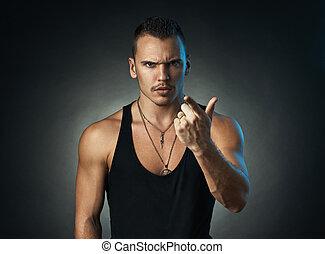 hombre, puntos, un, dedo, fondo negro