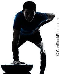 hombre que ejercita, bosu, empujón, aumentar, entrenamiento, condición física, postura