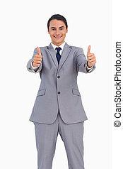 hombre sonriente, en, traje, el, pulgares arriba