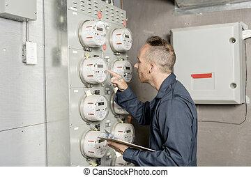 hombre, técnico, mantenimiento, en el trabajo, en, eléctrico, habitación