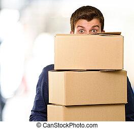 hombre, tenencia, cajas de cartón
