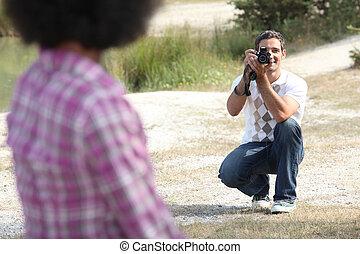 hombre, tomar una foto, de, el suyo, novia