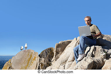 hombre, trabajando, al aire libre