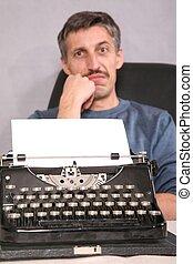 hombre, y, máquina de escribir, 2