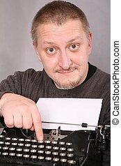 hombre, y, máquina de escribir