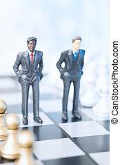 hombres de negocios, en, tablero de ajedrez