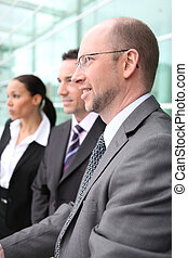 hombres de negocios, en, un, reunión de la oficina