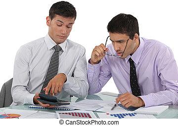 hombres de negocios, escudriñar, financiero, resultados