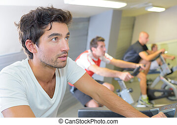 hombres, en, gimnasio