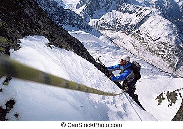 hombres jóvenes, montaña que sube, en, nevoso, pico