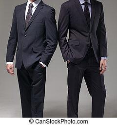 hombres, traje, dos, elegante