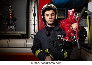 hombro, fuego, foto, bombero, joven, contra, camión, plano ...
