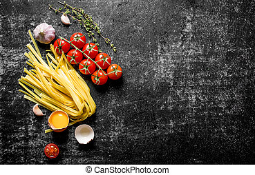 Home made raw pasta with egg, tomatoes and thyme.