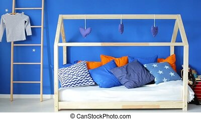 Home-shaped bed for kid - Wooden home-shaped bed in stylish...