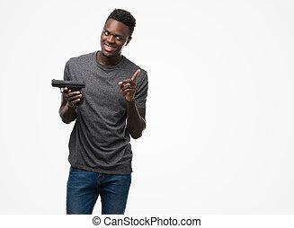 homem apontando, muito, jovem, arma, americano, dedo, segurando, africano, mão, lado, feliz