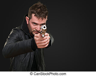 homem, arma, apontar, jovem