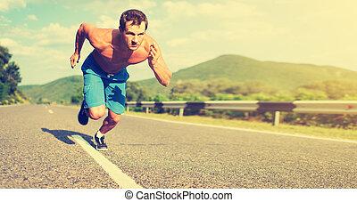 homem, atleta, executando, ligado, a, natureza, em, pôr do...