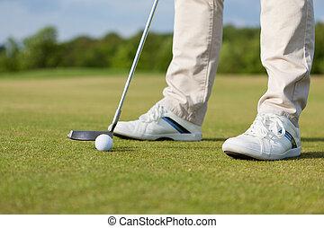 homem, bater, taco golfe, com, bola, ligado, curso