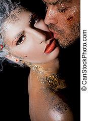 homem, beijando, mulher bonita