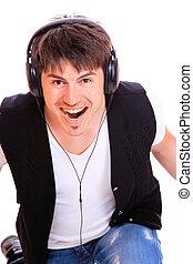homem, casual, escutar música