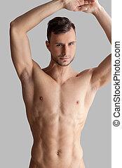 homem, cinzento, contra, olhando jovem, enquanto, câmera, posar, muscular, fundo, bonito, charming.